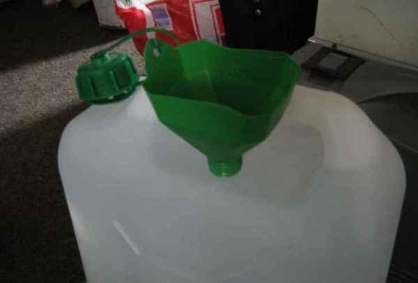 Trichter aus Spritusflasche