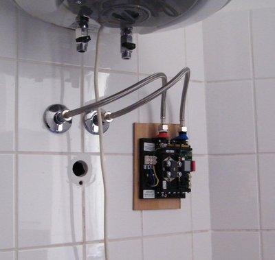 Klein-Durchlauferhitzer provisorisch angeschlossen